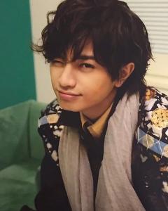 中島健人髪型 黒髪ウェーブ(カール)3