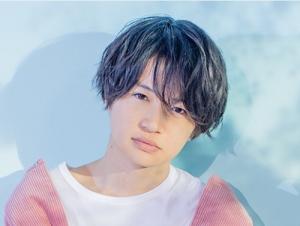 菊池風磨髪型 黒髪ウェーブ(カール)4