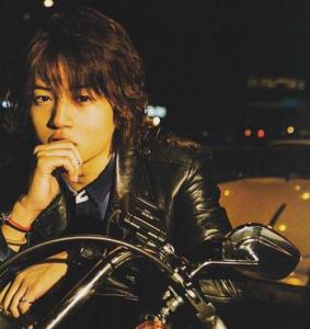 菊池風磨髪型 黒髪ウェーブ(カール)3