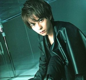 SexyZone(セクゾ)佐藤勝利髪型 黒髪ストレート5